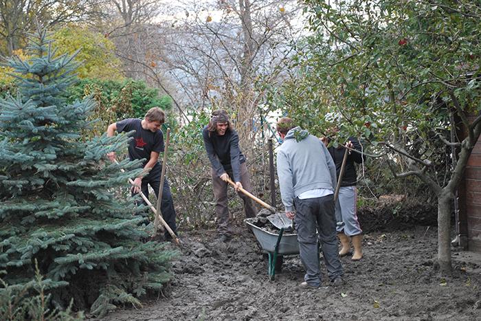 volunteering helps the planet....Credit: Daniel Thornton, FlickrCC